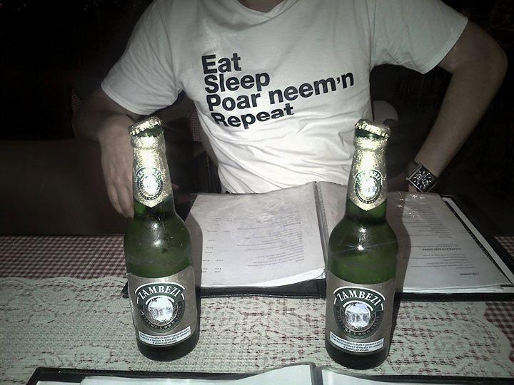 Poar neem'n met Peter en Boudewijn vanuit Bulawayo - Zimbabwe helemaal!  Hakunama Vodka!