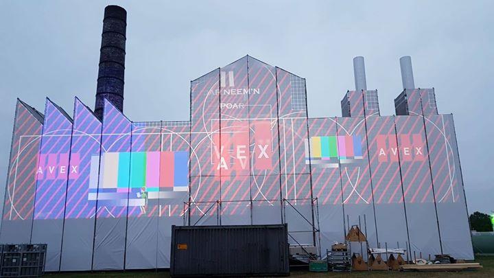 De helden van Avex zorgen dat elke dag, vanaf 21:30, de Feestfabriek op de Zwarte Cross wordt voorzien van de mooiste beelden.